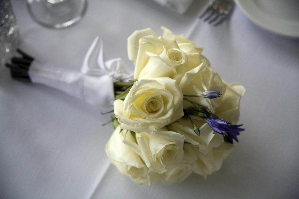 070401 -   Bröllop, brudbukett med gula rosor, New York, USAFoto: Michael Skoglund  Kod:75988COPYRIGHT SCANPIX SWEDEN